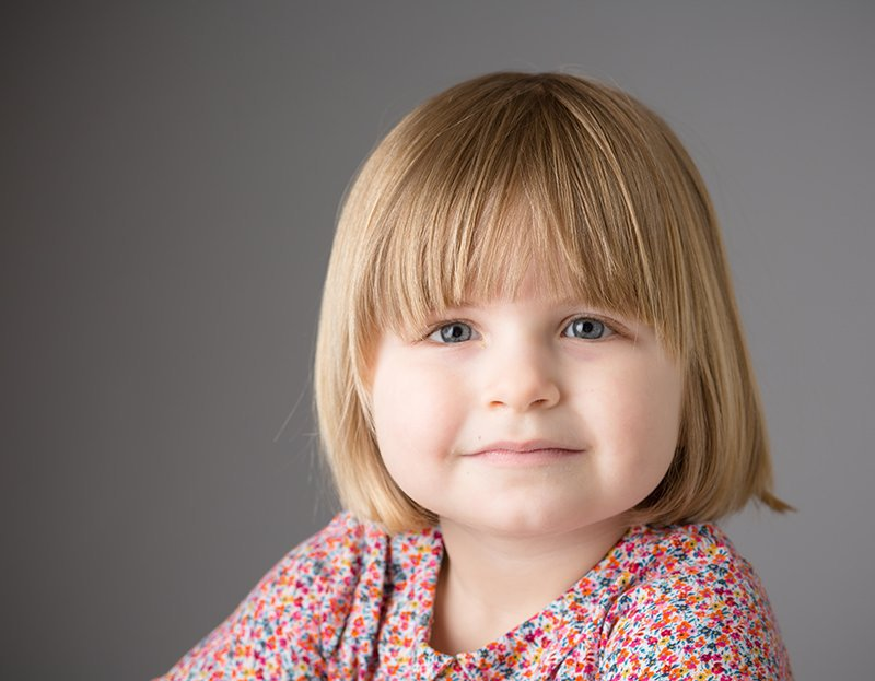 formal portrait of a child smiling and look straight to camera - children photo session information